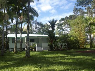Hilo cottage rental - Hale PaMa, where everyone can gather to eat and socialize