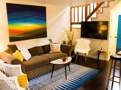 The Creston Townhouse, a peaceful getaway in the heart of the city