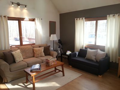 Dingmans Ferry cottage rental - Living room facing deck (with sleeper sofa)