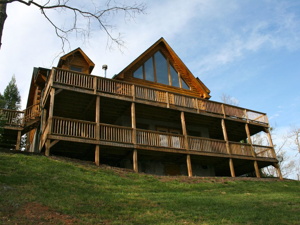 Back Of The Lodge With An Upper And Lower Deck With Swing