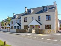 SANDY HARBOUR, family friendly, with a garden in Burry Port, Ref 7510