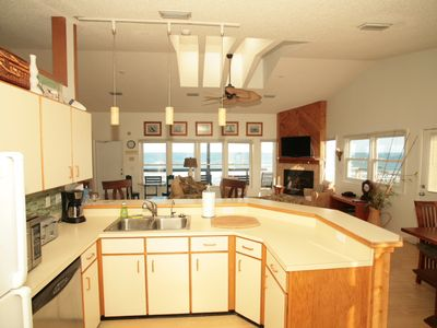 Even the Guys Will Love to Cook in the Fully Equipped Kitchen with Ocean VIEWS!