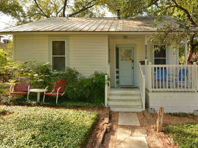 Downtown Cottage - This unique and comfortable 2 bedroom downtown Austin cottage awaits your arrival!
