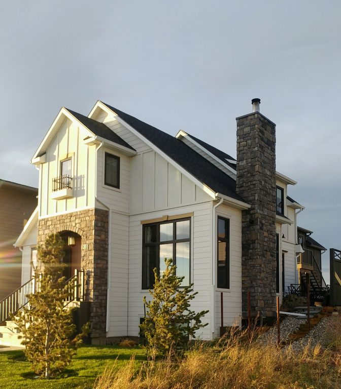 Location, location... charm. Caledonia living. Live it, Love it!