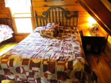 Mountain Lodge Realty Moonshine Ridge Double Bed in Loft Bed Area