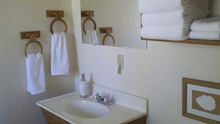 Flagstaff cabin photo - Fresh towels and cozy decor in master bath