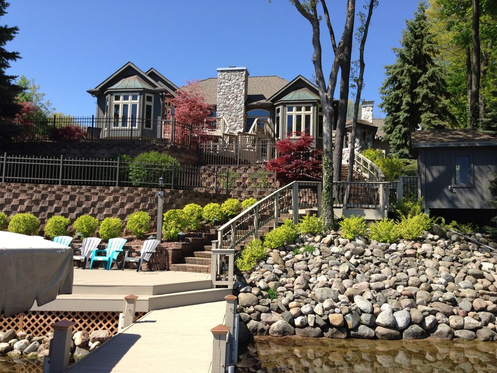 Beautiful Resort Style Lake Home W Pool Privacy In Irish Hills 5 Br Vacation House For Rent