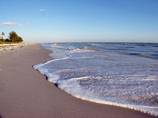 Sanibel Island condo photo - Waves washing up on the beach outside IBC