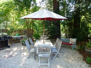 Healdsburg cottage photo - Great backyard dining area with gas grill.