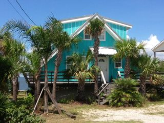 Tropical a frame with 36 39 private fishing vrbo for Dauphin island fishing pier