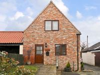 BULLRING COTTAGE, pet friendly, with a garden in Stokesley, Ref 13900