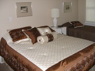 Vineyard Haven house photo - Third bedroom with queen and single bed