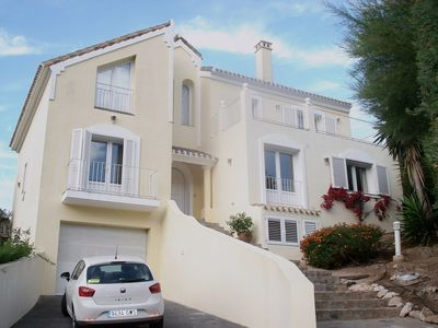 Luxury Individual 4 Bedroom Villa with private pool & garden. Centrally located
