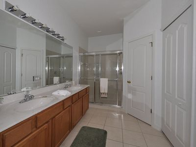 Master bathroom (1)