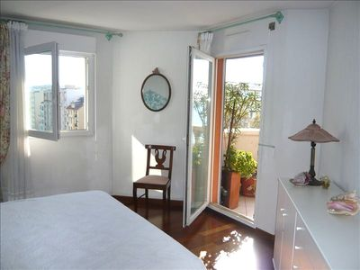 Central Nice apartment rental - king size bedroom with access to the panoramic terrace