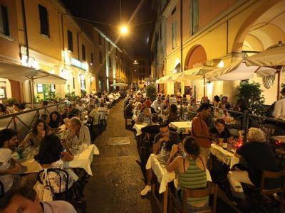 Via Mascarella - Fun, music, gourmet food, nightlife - Bologna at its best!
