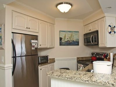Beautiful Kitchen with high-end appliances & granite countertops