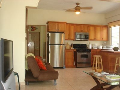 Full Kitchen, 44'Flat TV/DTV/HBO, Futon Bed,10'Ceilings w/Ceiling Fans, A/C
