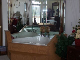 Lake Ozark condo photo - Jacuzzi in Master Bedroom
