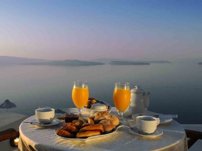 Breakfast during a beautiful dawn, also available until late into the day.