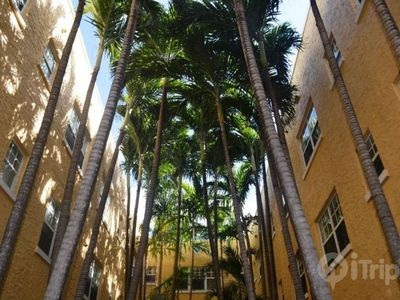 Miami Beach condo rental - courtyard