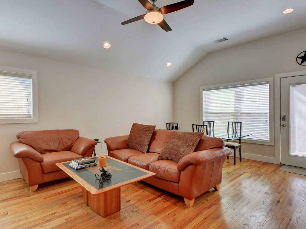 2BR Modern Brentwood Guest House – Minutes to Burnet Road Restaurants & UT