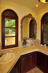 Dominical estate rental - Each private bathroom has its own toliet and Shower