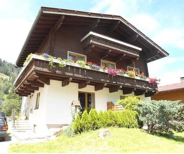 Only 500m walk to the ski lift, spacious apartment for 4-6 persons