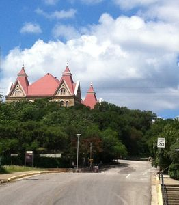 La Casita Verde is a perfect place to stay when visiting your Tx State student.