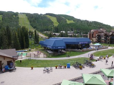 Nice SKI/IN & OUT Lionshead, mountain views, walk to shops & dining, pool
