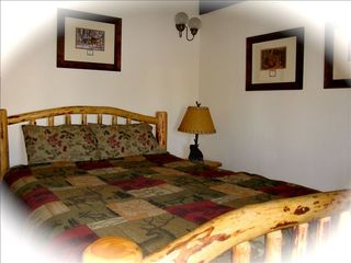 Klamath Falls cabin photo - Queen size pillow top bed is very cozy!