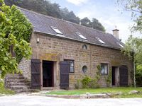 SPOUT COTTAGE, pet friendly, with pool in Gratton, Ref 2126