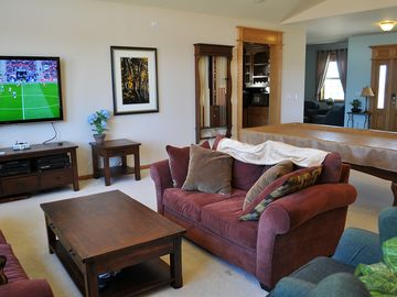 Markleeville house rental - Great Room with sitting area, TV, and pool table
