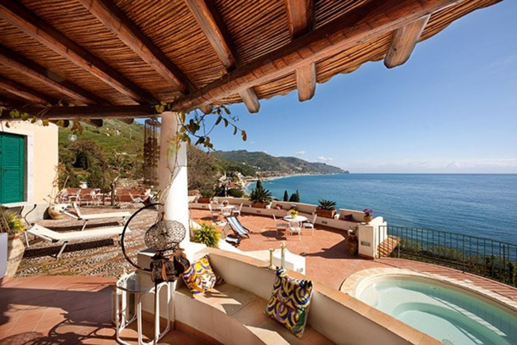 CHARMING VILLA in Taormina with Wifi. **Up to $-926 USD off - limited time** We respond 24/7