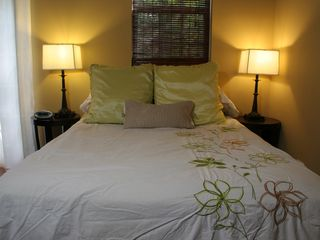 Nice 600-thread-count sheets. - Austin studio vacation rental photo