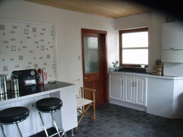 auld farmhouse kitchen with breakfast bar