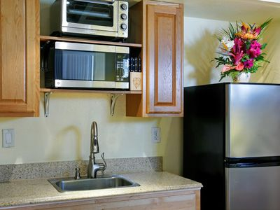 Hawaii Kai townhome rental - Granite counter. Brass fixtures. Stainless steel appliances.