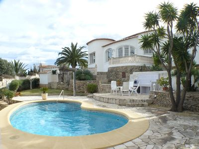 Villa in a top situation with wonderful ocean view and pool