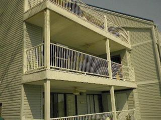 End unit middle level/walk in off streeet 4 steps - Osage Beach villa vacation rental photo