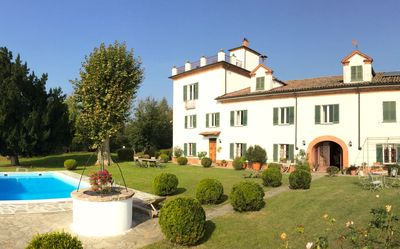 Exclusive holiday house with pool in the vineyard Incisiana.