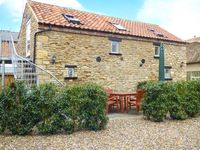 UPSTAIRS DOWNSTAIRS COTTAGE, pet friendly in Snainton, Ref 13914