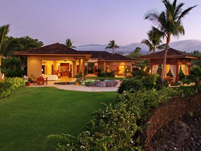 Hualalai Hale, designed by Long & Associates Architects, is an oasis of privacy