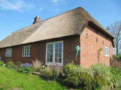 Thatched thatched house with views, comfortable, spacious garden