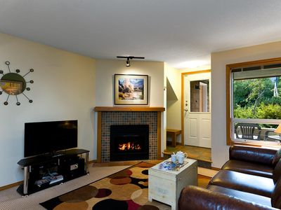 33 Glaciers Reach this 2br home has a hot tub & pool in Whistler Village