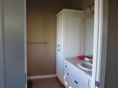 SECOND MASTER BATHROOM