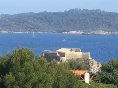 On the Giens peninsula, quiet studio overlooking Porquerolles.