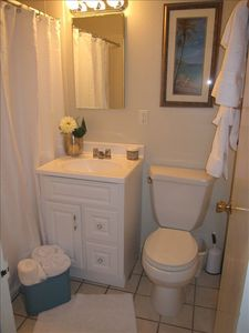 Half Moon Bay apartment rental - Bathroom with Tub/Shower Combination