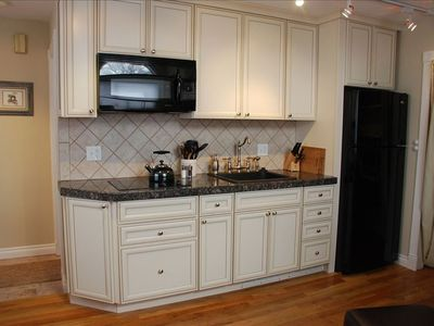 Well-equipped Express Kitchen with Convection Microwave and Dual-burner Stove