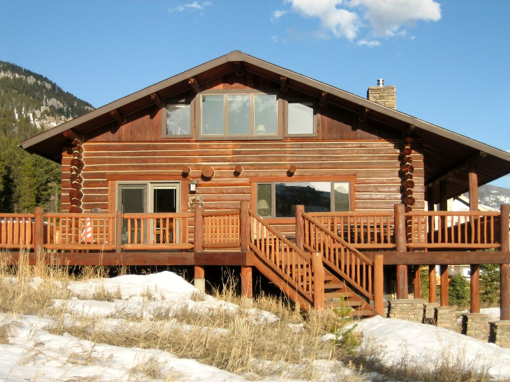 Lovely log cabin in heart of big sky vrbo for Big sky cabin rentals