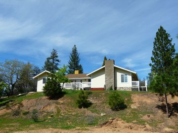 Mariposa house rental - Black Oak Hill, a U-shaped home with 2 decks and lots of privacy on 12 acres